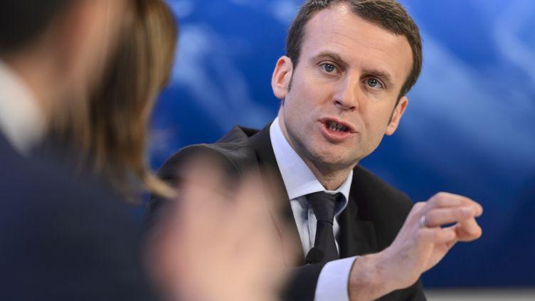 Le ministre de l'Economie, Emmanuel Macron, pendant le forum économique mondial de Davos (Suisse), le 22 janvier 2016. (FABRICE COFFRINI / AFP)