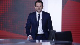 Benoît Hamon sur le plateau de France 2, le 18 mai 2017. (GEOFFROY VAN DER HASSELT / AFP)