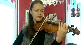 Egle Urbonaviciute, violoniste candidate au Concours International de Violon de Mirecourt 2012  (France 3 / Culturebox)