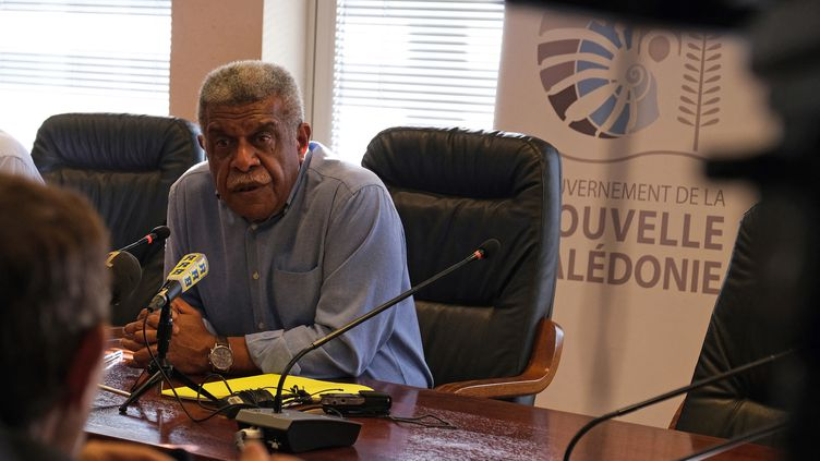 Le président du gouvernement de la Nouvelle-Calédonie Louis Mapou s'exprime devant lapresse à Nouméa, le 18 août 2021. (CLOTILDE RICHALET / HANS LUCAS / AFP)
