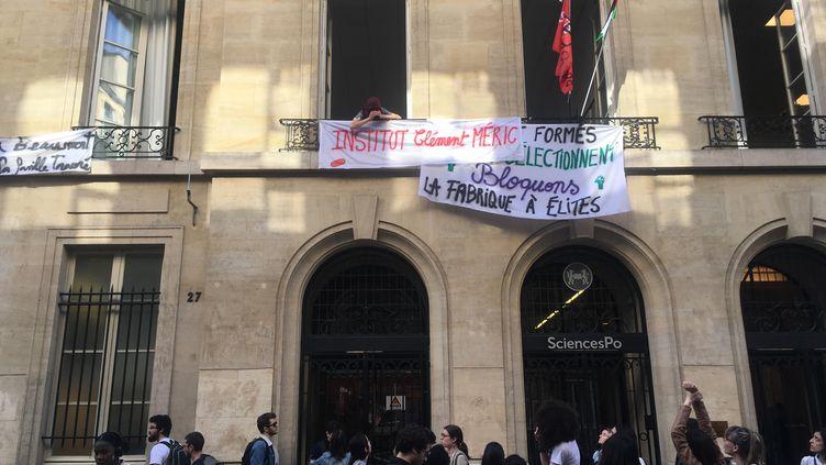L'entrée de Sciences Po Paris au 27, rue Saint-Guillaume, jeudi 19 avril 2018. (JULIETTE CAMPION)