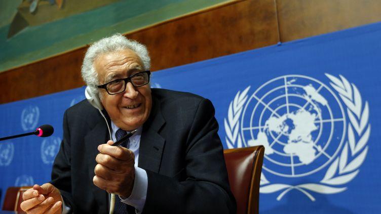 L'émissaire de l'ONU pour la Syrie, Lakhdar Brahimi, donne une conférence de presse à Genève (Suisse), le 31 janvier 2014. (DENIS BALIBOUSE / REUTERS)
