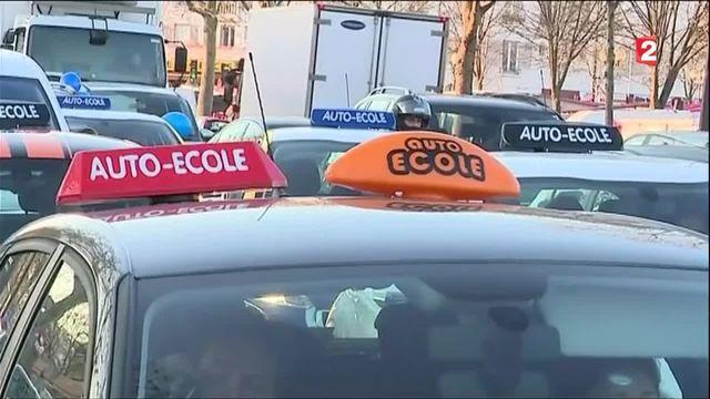 Réforme du Code de la route : les auto-écoles dans la rue