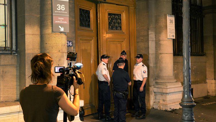Devant l'entrée du 36, quai des Orfèvres, à Paris, le 31 juillet 2014. (PIERRE ANDRIEU / AFP)
