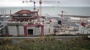 La construction d'un réacteur EPR à la centrale nucléaire de Flamanville (Manche), le 19 février 2014. (CHARLY TRIBALLEAU / AFP)