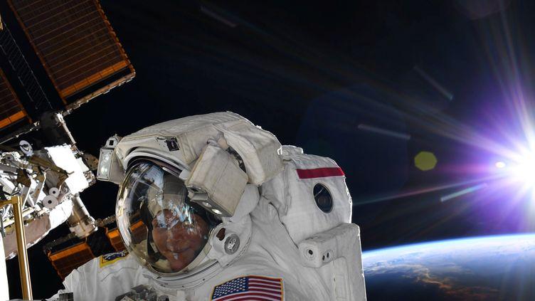L'astronaute américaine Anne McClain, le 22 mars 2019, lors d'une sortie dans l'espace. (NASA / REUTERS)