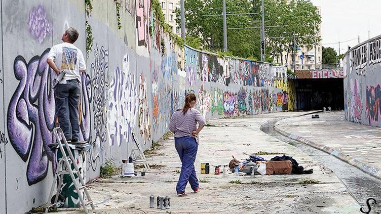 Les graffeurs au travail  (Sylvie Veyrunes)