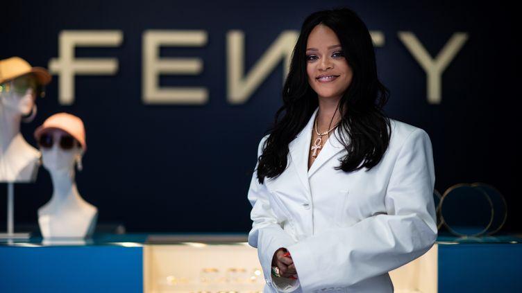 La chanteuse Rihanna pose lors d'un évènement de promotion de sa marque Fenty à Paris, le 22 mai 2019 (MARTIN BUREAU / AFP)