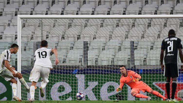 Cristiano Ronaldo, toujours lui, remet la Juventus à l'endroit face à l'OL. (MIGUEL MEDINA / AFP)