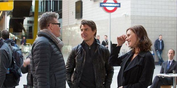 Le rélaisateur Christopher McQuarrie (à gauche) avec Tom Cruise et Rebecca Fergusson  (Paramount Pictures France)