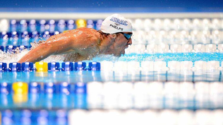 Michael Phelps brille sur 200 papillon