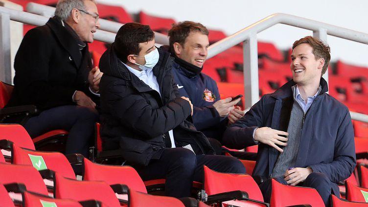 Kyril Louis-Dreyfus (à droite) dans les tribunes du Stadium of Light de Sunderland