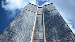 Tour Montparnasse (210 mètres), escaladée par Alain Robert en avril 2015  (STEPHANE DE SAKUTIN / AFP)
