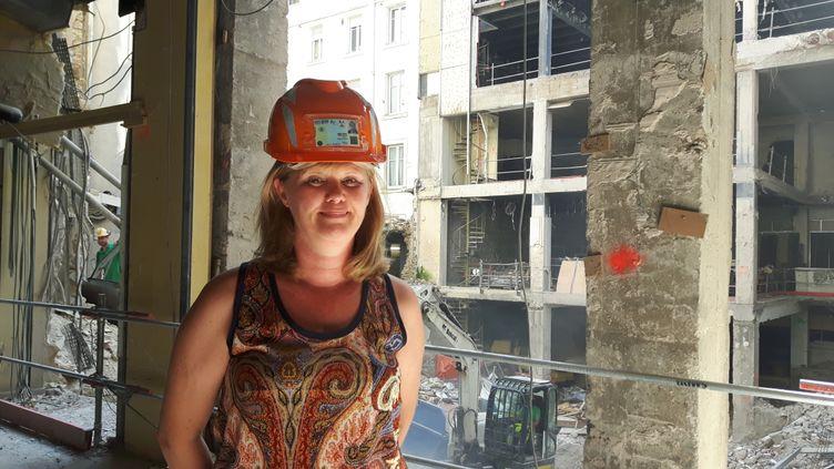 Emmanuelle travaille sur le chantier de réhabilitation du siège de la Banque populaire-Caisse d'épargne Grand-Est (ISABELLE RAYMOND / RADIO FRANCE)