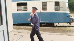 En Bretagne, un train touristique relie Pontivy à Camors, en plein cœur du Morbihan. L'autorail des années 1950 a repris du service grâce à la motivation d'un chef d'entreprise passionné de trains. (CAPTURE ECRAN FRANCE 3)