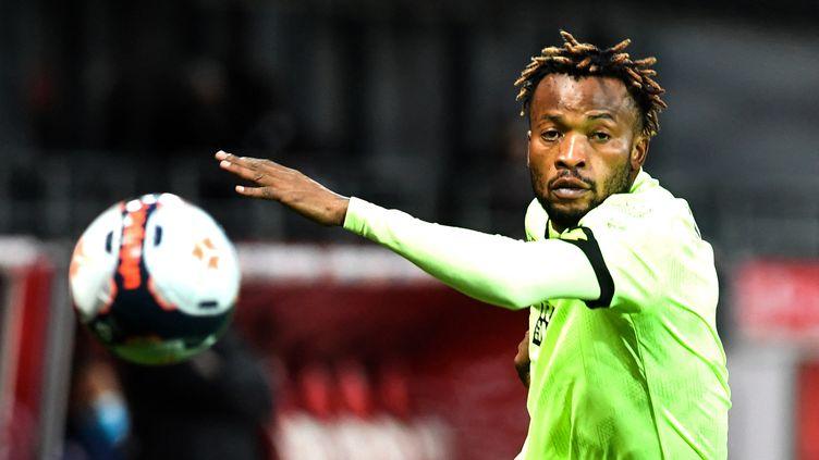 Le défenseur congolais de Dijon Glody Ngonda ne pourra pas rejoindre sa sélection (Fred TANNEAU / AFP) (FRED TANNEAU / AFP)