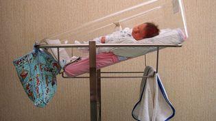 En France, 735000 bébés sont nés en 2020, c'est le chiffre le plus bas depuisla fin de la Seconde Guerre mondiale.Photo d'illustration. (DIDIER PALLAGES / AFP)