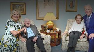 Photo Hebdorevienten imagessur l'actualité de lasemainepour France 2. Direction les Etats-Unis avec une photographie du couple Biden disproportionnée, jusqu'au Mexique, où une église a ressurgi des eaux. (CAPTURE ECRAN FRANCE 2)