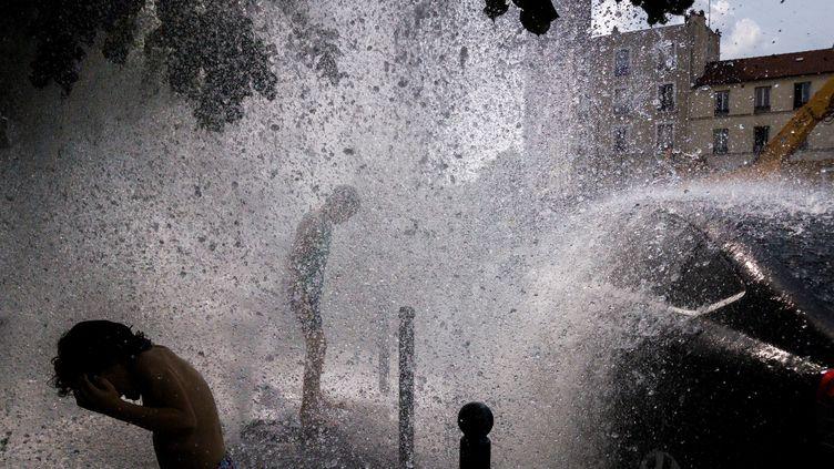 """La ville de Paris lance vendredi une application pour téléphones portables """"spéciale canicule"""". Photo d'illustration. (LAURENT EMMANUEL / AFP)"""