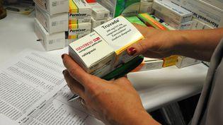 Des antirétroviraux utilisés pour lutter contre la transmission du VIH, le 6 décembre 2017 dans une pharmacie d'Auxi-le-Château (Pas-de-Calais). (PASCAL BACHELET / BSIP / AFP)