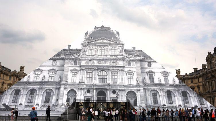La pyramide du musée du Louvre à Paris, le 27 mai 2016. (MAXPPP)