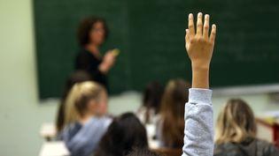 Des collégiens sont en classe,dans une école de Nancy (Meurthe-et-Moselle) le 8 novembre 2017. (MAXPPP)