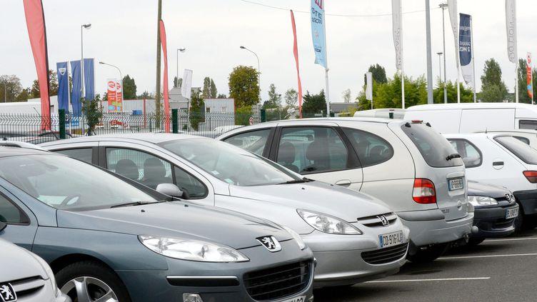 Un concession de voitures d'occasion à Bordeaux (Gironde), le 19 septembre 2012. (MAXPPP)