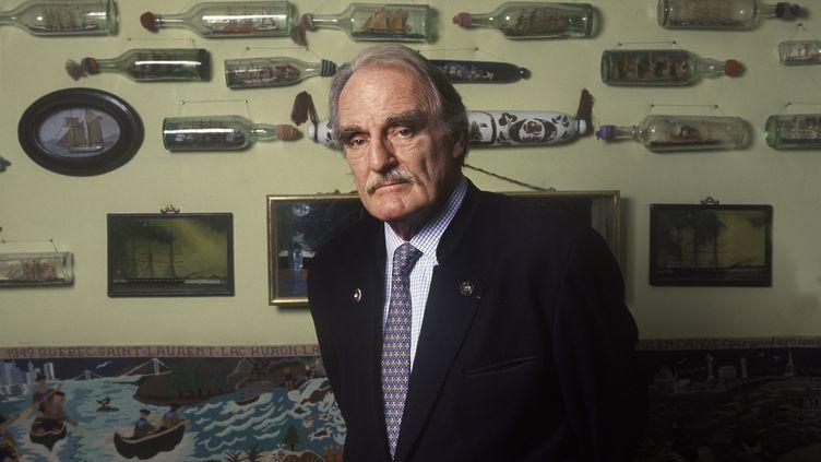 L'écrivain Jean Raspail photographié chez lui en 2001. (ULF ANDERSEN / ULF ANDERSEN / AURIMAGES VIA AFP)