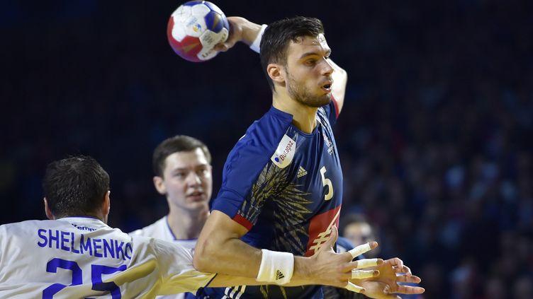 Le Français Nedim Remili lors de la rencontre de poules contre la Russie, mardi 17 janvier 2017 à Nantes, lors du Mondial de handball. (LOIC VENANCE / AFP)