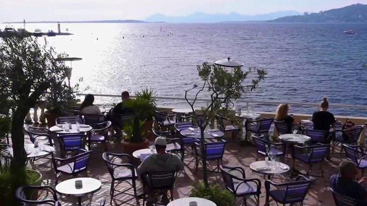 Les réservations s'enchaînent pour les vacances de la Toussaint. C'est le cas par exemple àAntibes (Alpes-Maritimes). (CAPTURE ECRAN FRANCE 2)