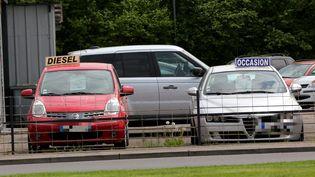 Des véhicules d'occasion à vendre, le 9 mai 2016, à Thionville (Moselle). (MAXPPP)