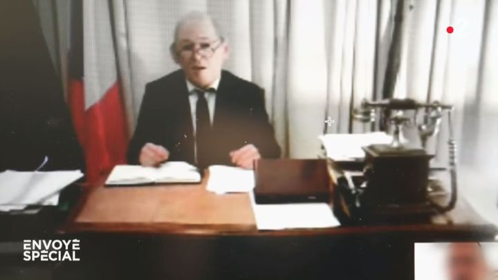 """Capture d'écran de l'émission """"Envoyé spécial"""" diffusée sur France 2 le 14 février 2019, qui montre l'arnaque au faux Jean-Yves Le Drian. (France 2)"""