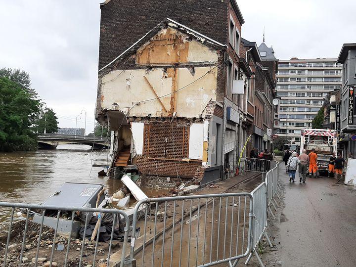 Une maison détruite par l'inondation dans le quartier du Chênée en périphérie de Liège le 16 juillet 2021. (ANGÉLIQUE BOUIN / FRANCE-INFO)