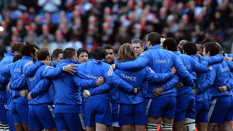 Le XV de France uni autour de son capitaine (FILIPPO MONTEFORTE / AFP)