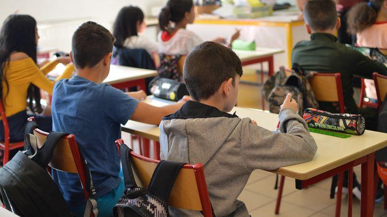 Selon l'OCDE, les écoliers français ont des journées trop longues et trop de vacances. (VICTOR VASSEUR / FRANCE-BLEU DRÔME-ARDÈCHE)
