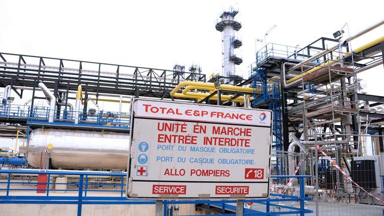 Le site d'exploitation du gaz de Lacq, dans les Pyrénées-Atlantiques, pris en photo le 9 octobre 2013. (JEAN-PIERRE MULLER / AFP)