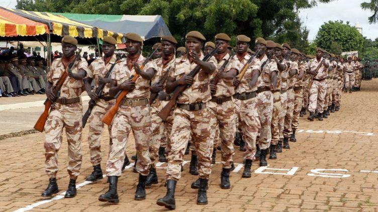 Défilé de soldats à l'occasion des célébrations de l'anniversaire de l'indépendance, à Bamako, au Mali, le 22 septembre 2012. (HABIBOU KOUYATE / AFP)