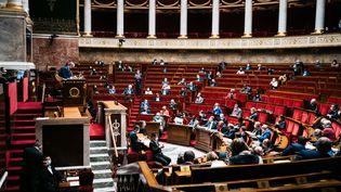 L'Assemblée nationale lors d'une séance de questions au gouvernement, le 23 mars 2021 à Paris. (XOSE BOUZAS / HANS LUCAS / AFP)