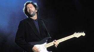 Le guitariste Eric Clapton sur scène à La Hague en 1990.  (Frans Schellekens/Redferns/Getty)