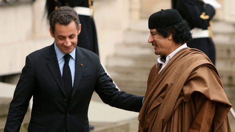 (En décembre 2007, Kadhafi était reçu à l'Elysée © REUTERS/Jacky Naegelen)