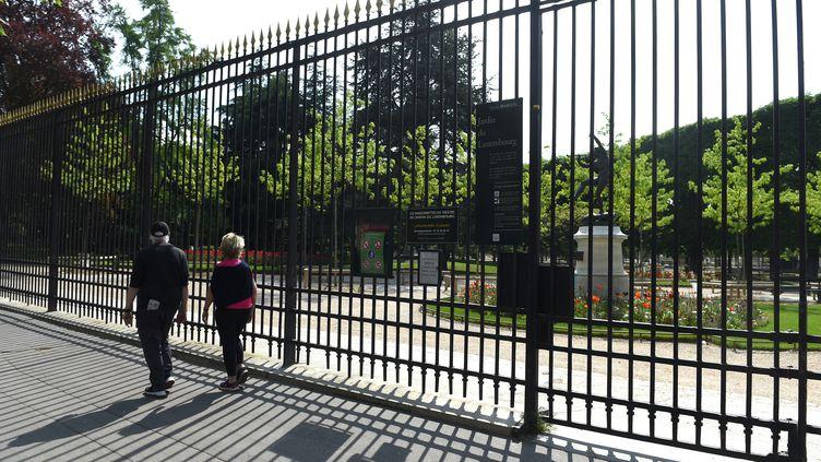 Le jardin du Luxembourg fermé à Paris, le 20 avril 2020. (ERIC PIERMONT / AFP)