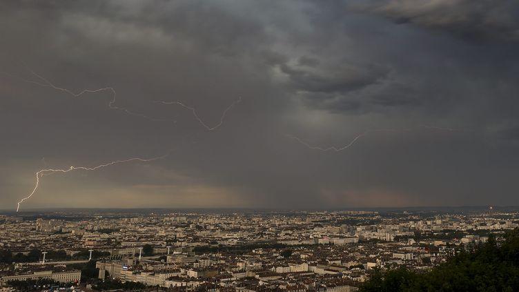 Des orages frappent Lyon (Rhône), le 6 juillet 2019. (MAXPPP)