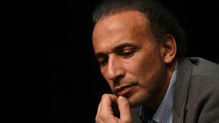 L'islamologue suisse Tariq Ramadan lors d'une conférence, à Bordeaux (Gironde), le 26 mars 2016. (MEHDI FEDOUACH / AFP)