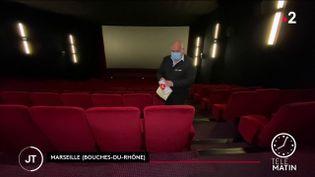 """Dans une salle du cinéma """"Le Prado"""", de Marseille (Bouches-du-Rhône). (France 2)"""