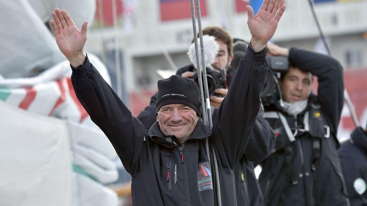 Le skipper Kito de Pavant lors du départ du Vendée Globe aux Sables d'Olonne (Vendée), le 6 novembre 2016. (LOIC VENANCE / AFP)