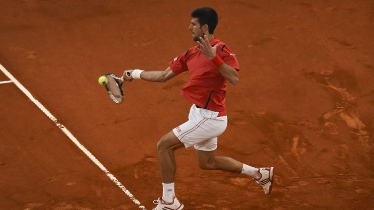 Novak Djokovic sur la terre de Madrid (PEDRO ARMESTRE / AFP)