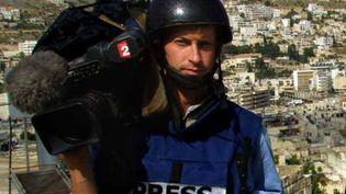 Le grand reporter de France 2 Gilles Jacquier le 9 avril 2002 en Cisjordanie. (ODD ANDERSEN / AFP)