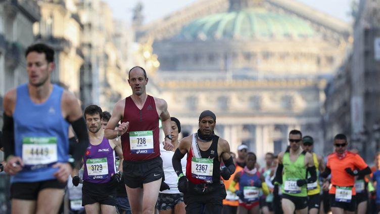La dernière édition du Marathon Paris s'était déroulée le 14 avril 2019. (KENZO TRIBOUILLARD / AFP)