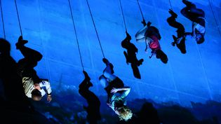 """Le Point de Bascule"" (As The World Tipped) de la compagnie Wired Aerial Theatre  (Mark McNulty)"