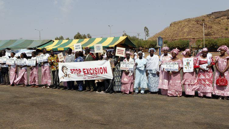 DesMaliennes protestent contre les mutilations génitales féminines à Bamako, en février 2014. (HABIBOU KOUYATE / AFP)